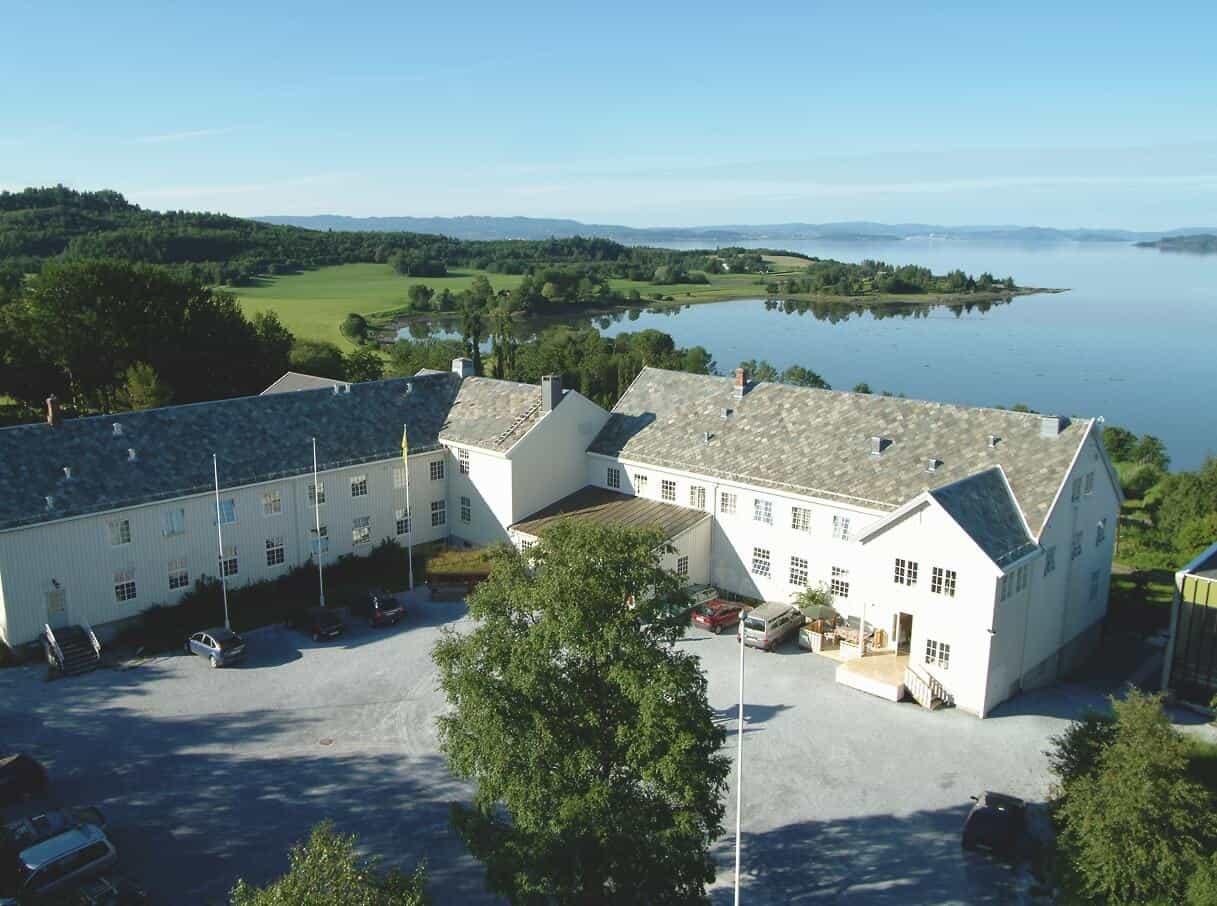 Bilde av Sund folkehøgskole fra lufta