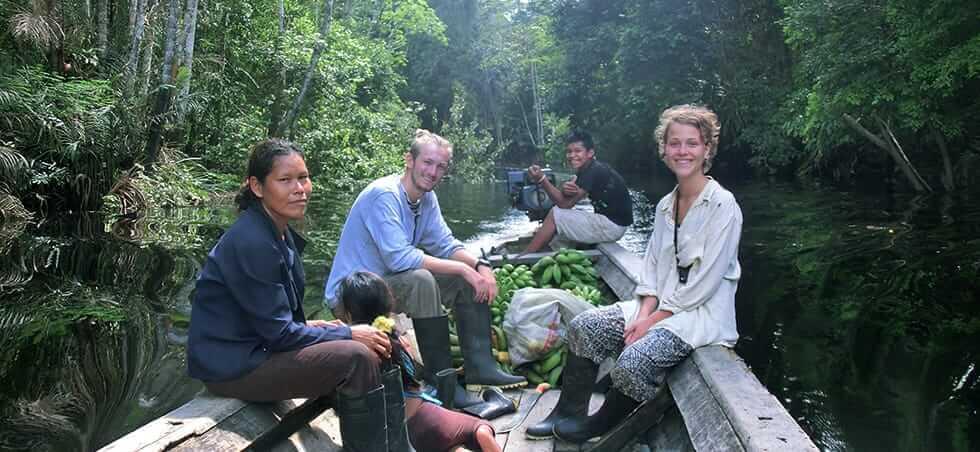 båttur i regnskogen